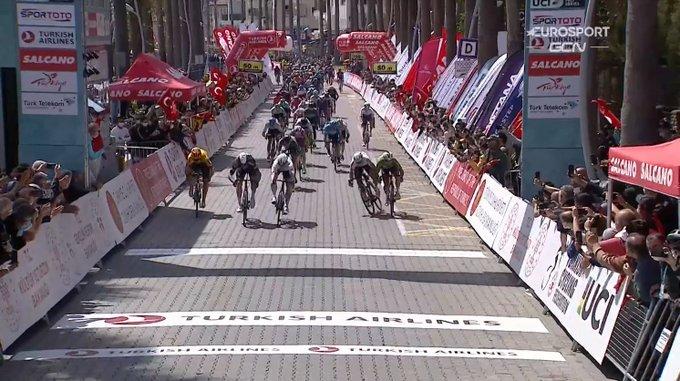 Jasper Philipsen se lleva la 6ª etapa del Tour de Turquía