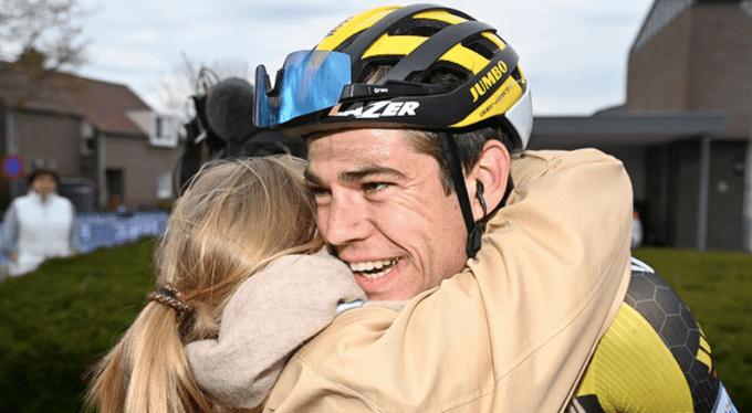 Wout Van Aert celebrando su victoria en la Amstel Gold Race