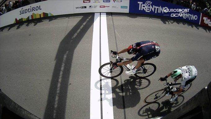 Gianni Moscon gana en la tercera etapa del Tour de los Alpes