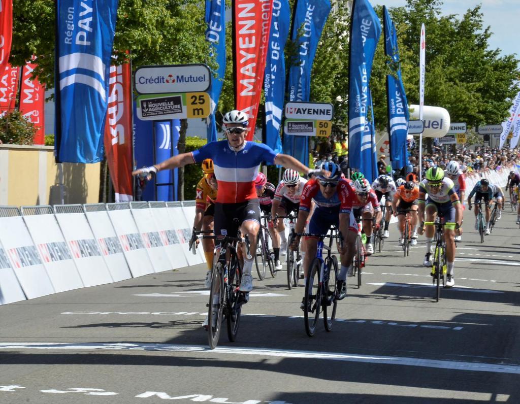 Arnaud Demare se lleva la segunda etapa de las Boucles de Mayenne