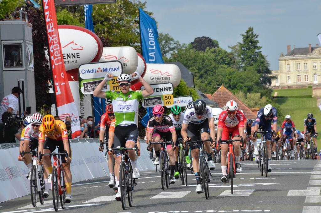 Arnaud Demare gana la 3ª etapa de la Boucles Mayenne