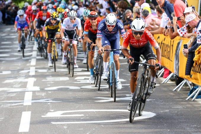Nairo Quintana atacando en el Mur de Bretagne