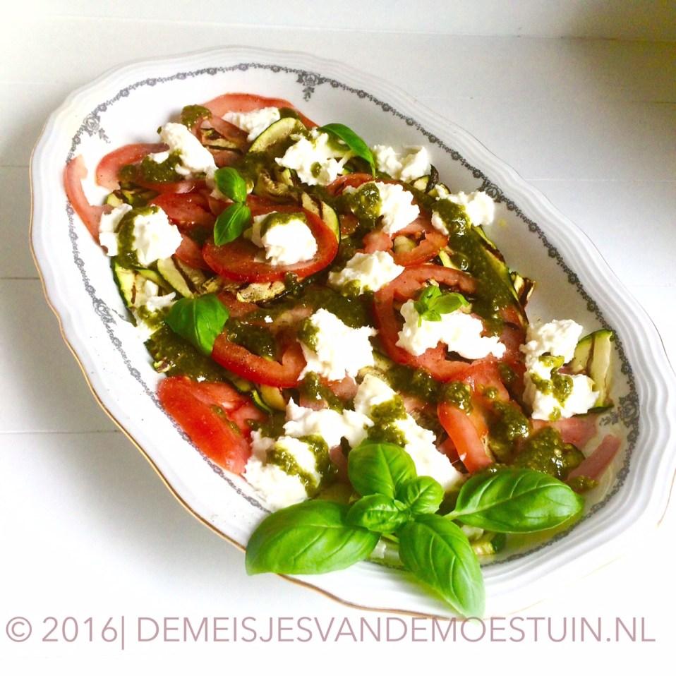 salade caprese met gegrilde courgette