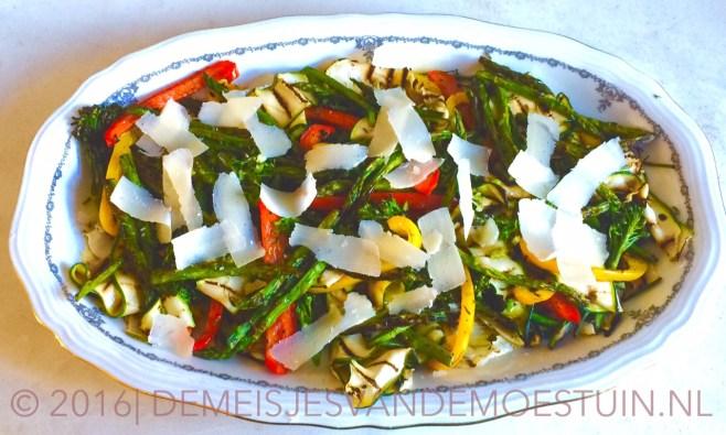 salade met gegrilde venkel en courgette