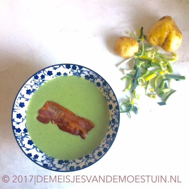 maaltijdsoep van prei en aardappel