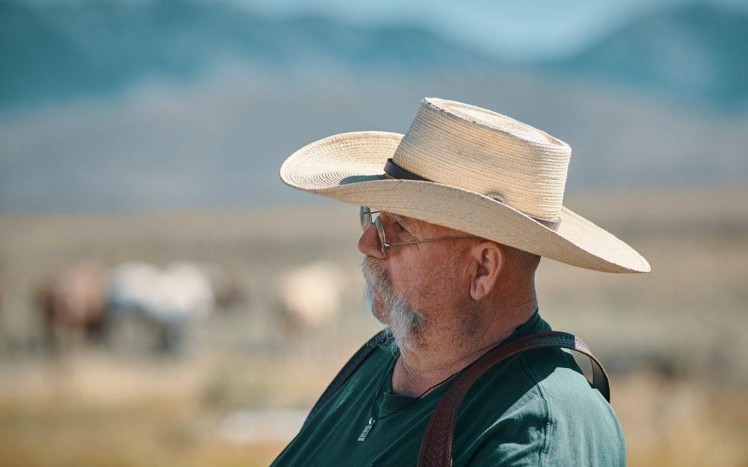 Elder man with a cowboy hat