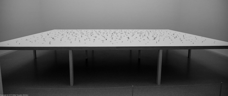 An installation of 500 foil statuettes at Pinakothek der Moderne