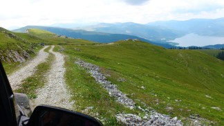 Drumul, jos Lacul Vidra