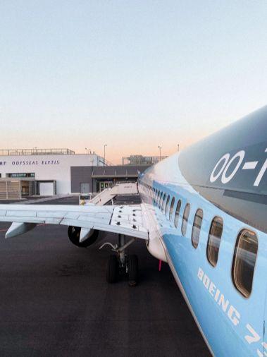 Boeing 737 met zonsondergang op Mytilini Airport