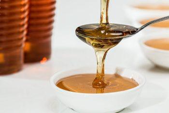 Miel escurriendo en traste