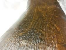 die herausgearbeitete struktur und die antikbeize verleihen dem stück den typischen altholzcharakter.