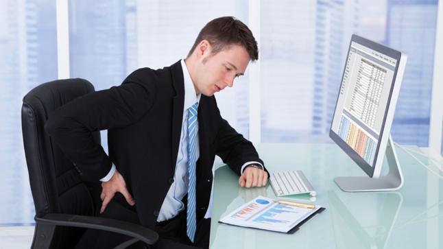 سُبل بسيطة لحماية ظهرك أثناء العمل