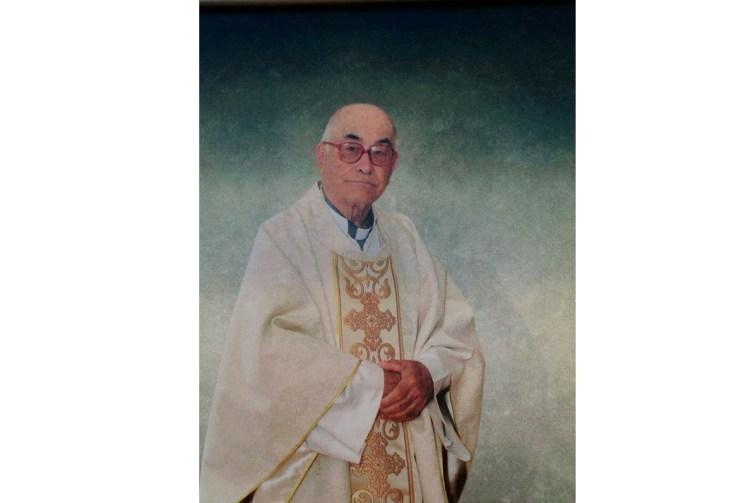 Donativos en lugar de flores, pidió el padre Carlos