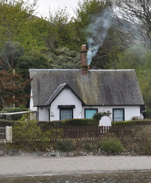 Luss - Thistle Cottage on the loch shore