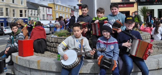 Busker 26 Busy day in the Square in Clifden with young buskers and dancers