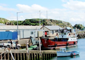 Wild Donegal - the Arranmore ferry gets ready to leave from Burtonport