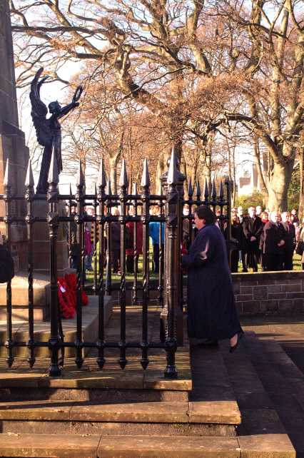 Jackie Baillie Remembrance Day 2009 3
