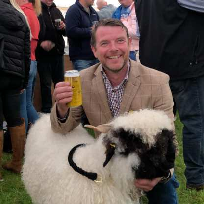 drymen Raymond Irvine gets a selfie with a sheep at the price
