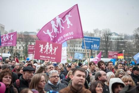 Abschlußkundgebung vor dem Staatstheater in Stuttgart