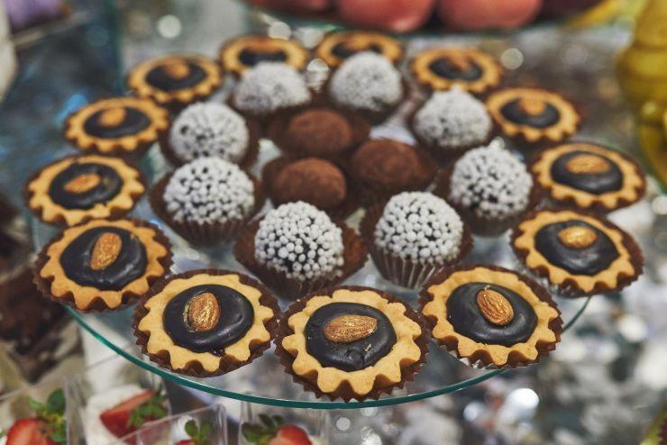 présentation de petit gâteau pour un mariage sous thème champêtre