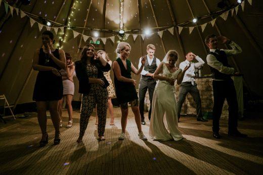 danse entre témoins de mariage