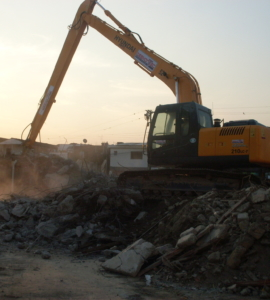 Escavadeira de longo alcance c/ rompedor