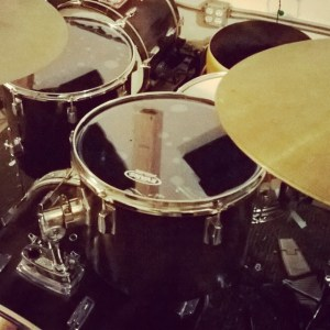 evans hydraulic drum heads on concert toms review demonic sweaters experimental music home. Black Bedroom Furniture Sets. Home Design Ideas