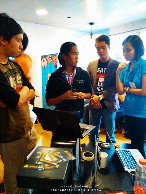 Team ShootAndPose pitching their Chikka API-integrated app.