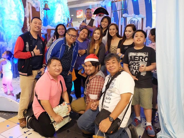 Blogger friends! Photo credits to Ted Claudio of wazzup.ph :)