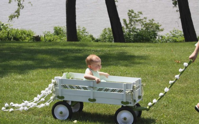 Decorating Wagon For Baby In Wedding How To Decorate A Wagon For A Wedding Wedding Decoration