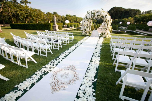 Outdoor Wedding Ceremony Decorations Outdoor Wedding Ideas Tips From The Experts Inside Weddings