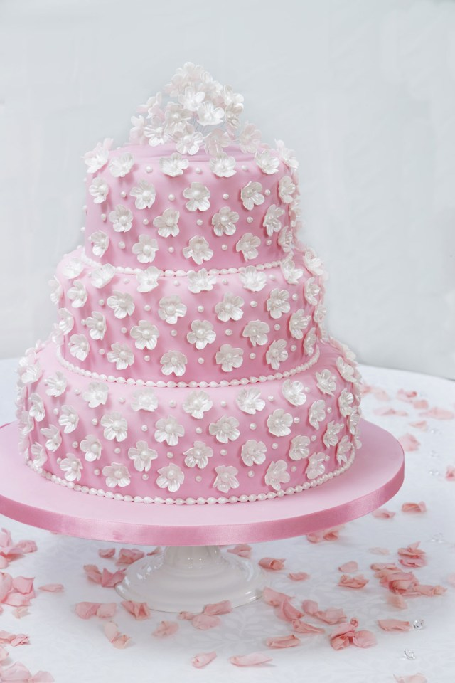 Wedding Cake Decorating Ideas How To Make And Decorate A Wedding Cake Step Step Guide