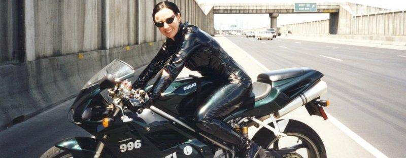 motorcu kadın dublör