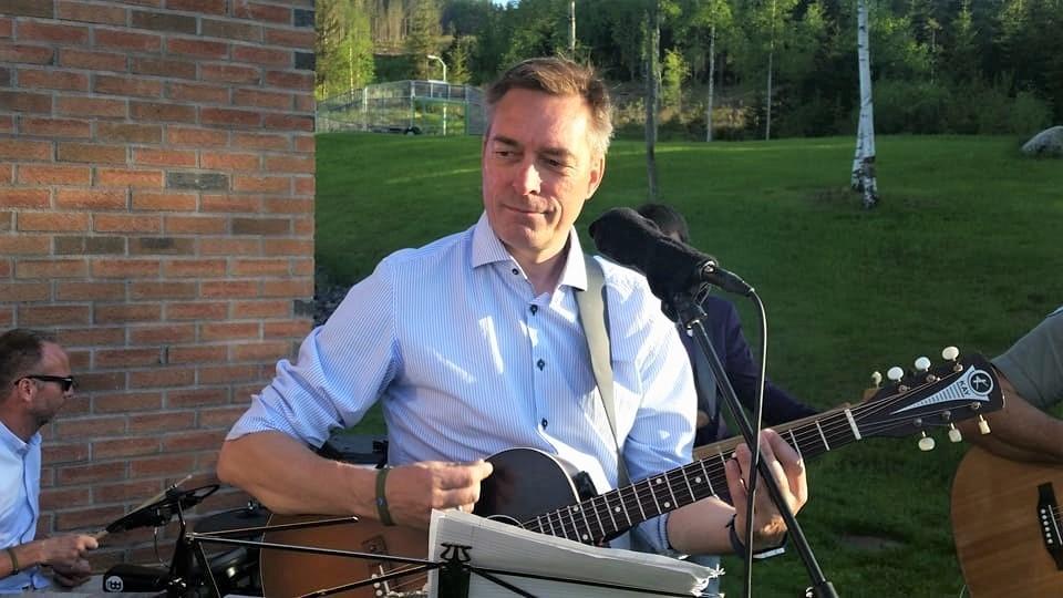 Bekke-Jensen med Kay-gitar (2)