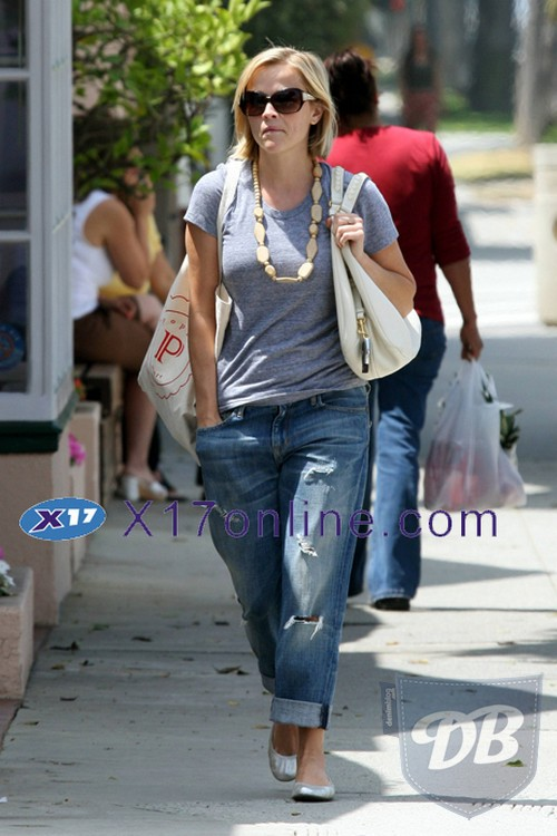reese-witherspoon-slouchy-jeans.jpg