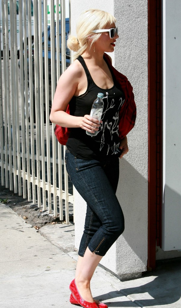 Christina Aguilera In Jet Cropped Jeans Denimology