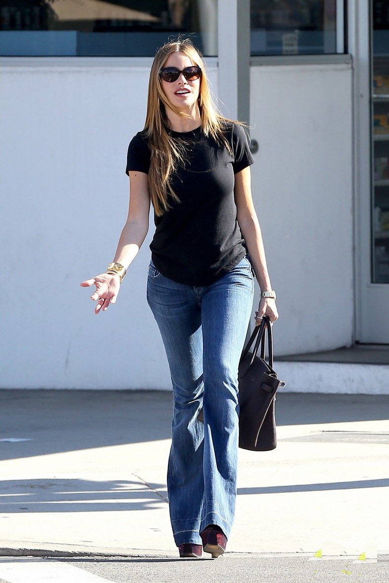 Sofia Vergara In Flare Jeans Denimology