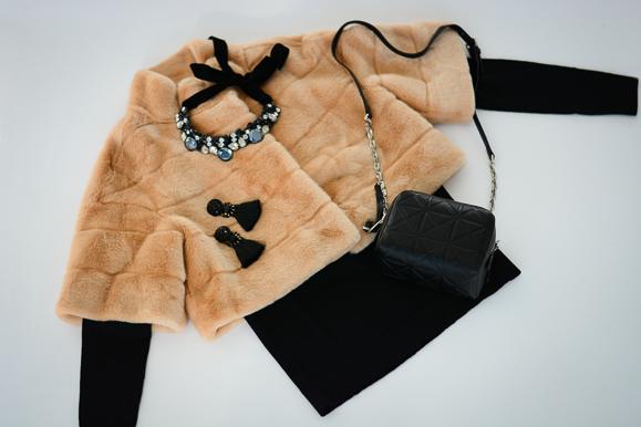 Three-Current-Obsessions-fur-velvet-statement-jewelry-bulgaria-mall-Denina-Martin-9