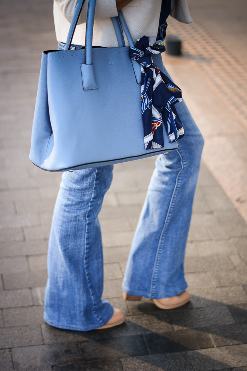 Blue-Flare-Jeans-Look-Denina-Martin-4