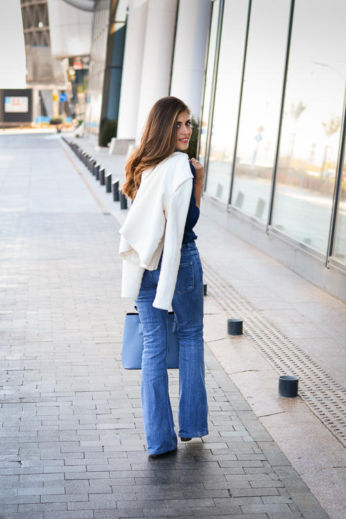 Blue-Flare-Jeans-Look-Denina-Martin-6