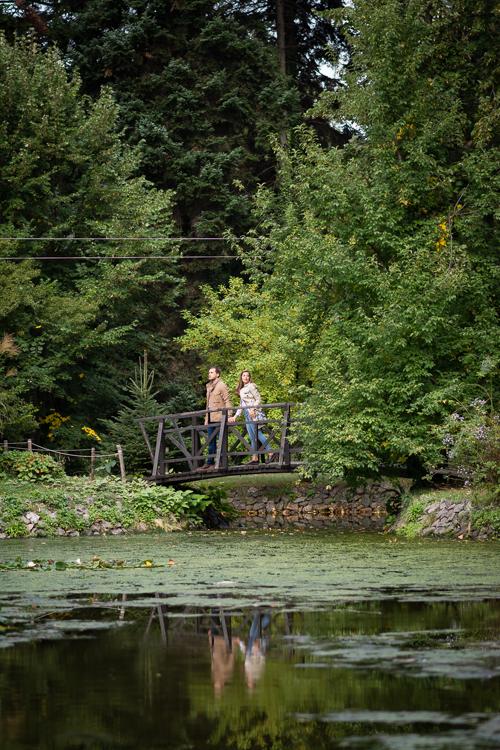 Fashion days adventure style traveller couple on the bridge