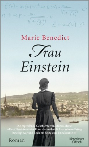 Buchcover; es zeigt eine Frau von hinten, die auf eine Stadt herunterblickt. Die Kleidung verrät, dass es sich um eine Frau Anfang 20. Jahrhundert handelt. Im Himmel stehen der Name der Autorin und der Buchtitel.