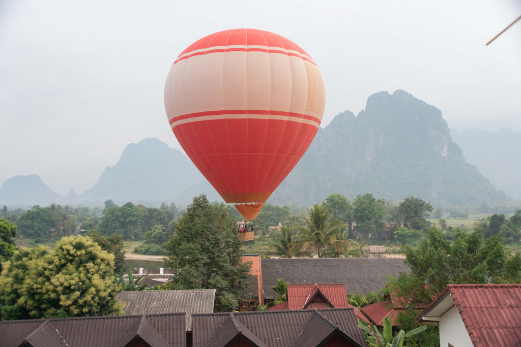 During our breakfast at the hotel, a hot air balloon passed by.