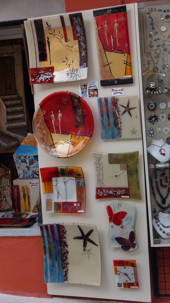 Contemporary art in the shops of Fira.