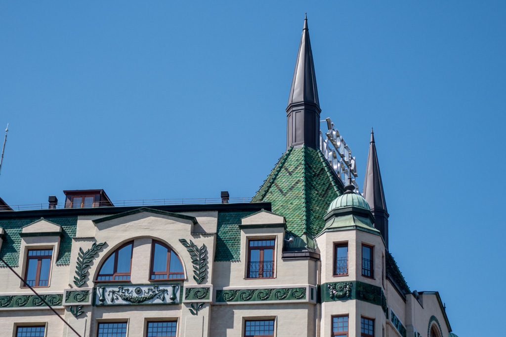 Old Belgrade is dotted with architectural treasures, such as the Hotel Moskva, with its roof of green tiles.