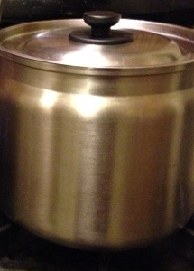 Then remove from fire and put the pot into the thermos pot.