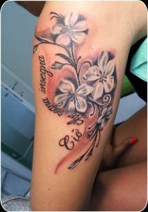 Denis Trevisani, tatautore Verona - tatuaggio fiori e lettering