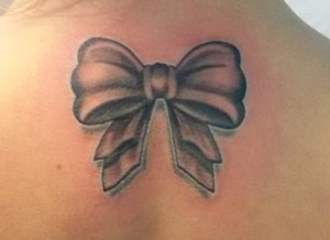 Tatuaggio fiocchetto