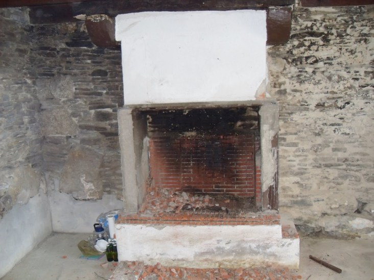 Kernolou 2009 Old Fireplace