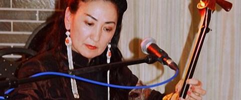 """Sonntag, 5.5.2019, 18.30 Uhr – """"Lebenslinien"""" – Gespräch mit Enkhtuya Jambaldorj aus der Mongolei"""